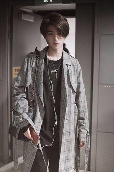 Korean Boys Hot, Korean Boys Ulzzang, Ulzzang Girl, Cute Asian Guys, Cute Guys, Shot Hair Styles, Long Hair Styles, Beautiful Boys, Beautiful People