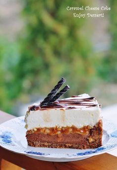 Tort cu branza, ciocolata si caramel - Enjoy Dessert! Dessert Shots, Dessert Drinks, Peach Yogurt Cake, Chocolate Caramel Cheesecake, Cookie Recipes, Dessert Recipes, Romanian Desserts, Yummy Eats, Cake Cookies