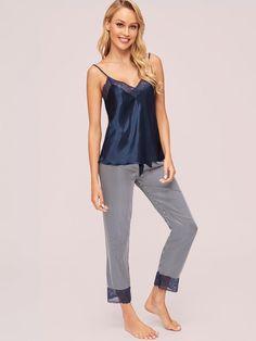 1623310e5933 Set pigiama top con bretelle sottile in raso con pizzo e pantaloni a righe  Scopri questo