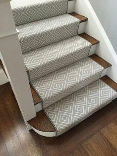 moderner Treppenteppich klassisch Farbduo schwarz- weiß