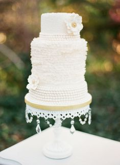 Textured White Wedding Cake | photography by michaelandcarinaphoto.com