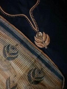 Zardosi Embroidery, Embroidery On Kurtis, Kurti Embroidery Design, Embroidery Motifs, Hand Embroidery Designs, Beaded Embroidery, New Style Suits, Kurta Neck Design, Punjabi Dress