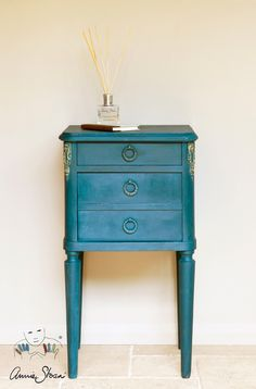 Small Table painted in Aubusson Blue Chalk Paint® by Annie Sloan ... I would mix this with more grey.