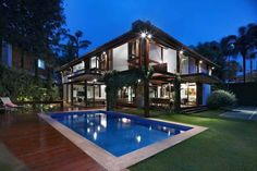 Architecture luxury home builder in tritmonk pictures of exterior modern tropical house design inspiring architectural concept Modern Tropical House, Tropical House Design, Tropical Houses, Tropical Paradise, Big Houses With Pools, Pool Houses, Small Houses, Minimalist House Design, Modern House Design