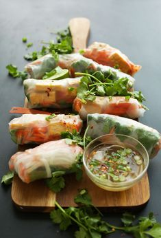 Banh Mi Spring Rolls – Banh Mi-inspired spring rolls with crispy baked tofu, quick pickled veggies and an easy vinegar dipping sauce. So fresh, quick and filling. Clean Eating, Healthy Eating, Baker Recipes, Cooking Recipes, Vegetarian Recipes, Healthy Recipes, Spring Rolls, Vegan Dinners, Asian Recipes