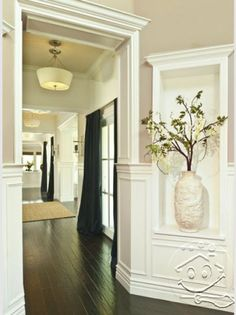 No matter if the entrance is large or small, it is vital to make your lobby inviting... | Visit http://www.suomenlvis.fi/