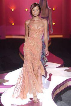 Versace Fall 2002 Couture Fashion Show - Natalia Semanova, Donatella Versace