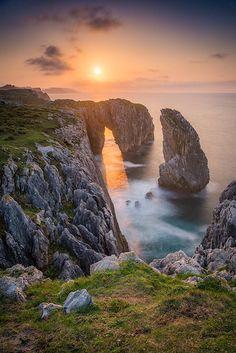 Cliffs of Tomason- Ribadesella Landscape Photography, Nature Photography, Travel Photography, Beautiful Landscapes, Beautiful Images, Beautiful Sunset, Beautiful Birds, Nature Pictures, Cool Pictures