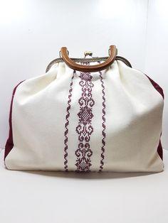 Βεστιάριο με ελληνικές παραδοσιακές φορεσιές , κατασκευασμένες με μεράκι και άριστα υλικά.Κεντήματα και ύφανση σε παραδοσιακούς αργαλιούς. Coin Purse, Purses, Wallet, Fashion, Handbags, Moda, Fashion Styles, Fashion Illustrations, Purse