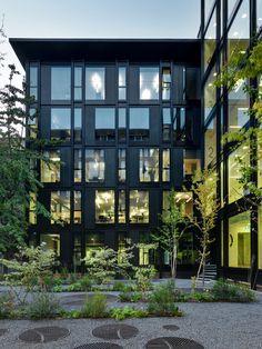 Edificio per uffici La Serenissima a Milano dello studio PARK ASSOCIATI #architettura #architecture