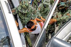 L'orgull a Manila acaba amb detencions. Dionysus, Photojournalism, Manila, Shoulder Bag, Bags, Fashion, Handbags, Moda, Fashion Styles