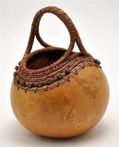 i.pinimg.com 236x f9 26 19 f92619da49896c17c3062635113468a9--gourd-crafts-gourd-art.jpg