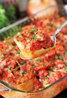 Serving Spoon with Ground Beef Stuffed Shells Image Ground Beef Stuffed Shells, Stuffed Shells With Meat, Stuffed Shells Recipe, Stuffed Pasta Shells, Dinner Dishes, Food Dishes, Ground Beef Seasoning, Spinach Lasagna Rolls, Jumbo Pasta Shells