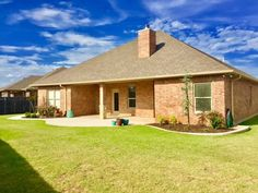 🏡🏠‼️ JUST LISTED 🏠🏡‼️ 915 SW 78th St Lawton, OK 73505 Asking Price:$234,500  Single Family 3 Beds, 2 Baths, 1,986 Sqr Ft 73505 - Beautiful, 3 bedroom, 2 bath custom built brick home with 1986 sq. Ft is located in the west hill addition and is in the cache school district. (For other information about school districts, please call the listing realtor) when entering this lovely home one's eyes immediately capture the open floor plan of the spacious living room, kitchen and dining area.The…