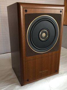 Hifi Speakers, Monitor Speakers, Bookshelf Speakers, Hifi Audio, Speaker Box Design, Audio Room, Audio Design, Loudspeaker, Audio Equipment