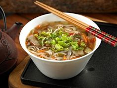 15 Minute Asian Beef Soup: This soup is packed with flavor yet low in fat. You can customize it with any vegetables or protein you have on hand. Asian Beef, Asian Soup, Healthy Soup, Healthy Eating, Healthy Recipes, Beef Soup Recipes, Cooking Recipes, Chicken Recipes, Soup And Salad