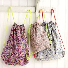 Drawstring backpack bags in ditsy prints - free pattern