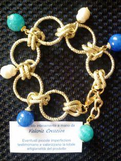 Bracciale con elementi color oro e pietre minerali di agata e perle di fiume