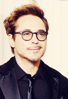 Robert Downey Jr. at the 2013 Oscars. Perfection.