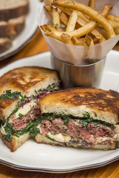 Montmartre, Chelsea, New York City / 158 Eighth Avenue at 18th / Super tasty burgers / Surprisingly delicious salad