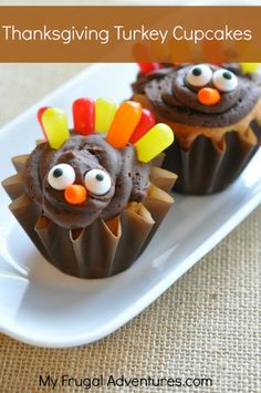 Thanksgiving Turkey Cupcakes- the easiest turkey cupcakes and so fun for kids!  These are perfect for class parties!