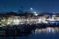 E' quello in foto il futuro che immagini per la nostra città?  Se hai meno di 35 anni, vogliamo riscrivere anche insieme a te un nuovo futuro per Taranto ..  Ci sono 200.000 € a disposizione dei giovani che restano al Sud e che hanno un'idea imprenditoriale   Scopri di più: http://www.madeintaranto.org/futuro-per-taranto/  Credits photo: Michele Ristetto  #Madeintaranto #Taranto #Puglia #Weareinpuglia #MagnaGrecia #Salento