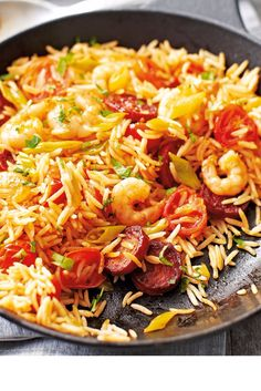 This delicious fakeaway combines more-ish chorizo and juicy prawns with rich tomatoes, spring onions and fluffy rice. Chorizo Recipes, Rice Recipes, Seafood Recipes, Healthy Recipes, Healthy Dinners, Healthy Food, Dinner Recipes, Prawn Fried Rice, Prawns Fry