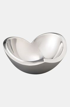 This metal heart 'love' bowl couldn't be more perfect for Valentine's Day!