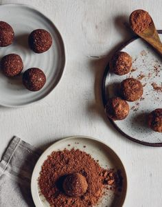 No Blend Coconut Rough Bliss Balls - Wholefood Simply Healthy Chocolate, Chocolate Recipes, Healthy Sweets, Healthy Snacks, Raw Balls, Energy Balls, Whole Food Recipes, Snack Recipes, Bliss Balls