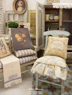 Brocante provençale, En été, la Provence entre souvent dans mon atelier. Les poteries en terre cuite, les carreaux de ciment aux couleurs chatoyantes, les effluves de lavande, la douce lumière du Sud invitent à la rêverie, me ramenant toujours vers mes souvenirs d'enfance et à de lointaines vacances. De nombreux peintres ont fait des belles collines provençales leurs refuges, en y trouvant l'inspiration créatrice, l'un des plus célèbres étant Paul Cézanne. Dans cette sc...