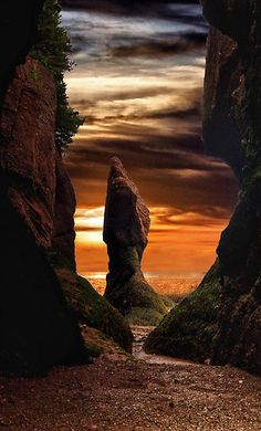 Hopewell Sunset by Kathy Weaver. Sunset at Hopewell Rocks on the Bay of Fundy in New Brunswick, Canada All Nature, Amazing Nature, New Brunswick, Beautiful World, Beautiful Places, Beautiful Sunset, Simply Beautiful, Amazing Places, National Parks