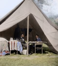Lincoln and General McClellan, is listed (or ranked) 18 on the list 25 Colorized Photos So Vivid They& Change How You See the Civil War Colorized History, Colorized Photos, Maryland, American Civil War, American History, American Flag, Abraham Lincoln Pictures, Little Mac, History Of Photography