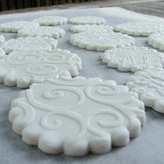 Icing cookies using fondant and embossing folders. Also shows you how to stamp images on fondant using acrylic stamps and food coloring. Cupcake Icing, Cupcake Cookies, Sugar Cookies, Fancy Cookies, Cupcake Toppers, Cricut Cake, Cookie Recipes, Dessert Recipes, Desserts