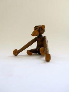 Vintage Mid Century Articulated Monkey / Kay Boyesen Era Figurine / Kitsch Decor / Teak Wood Chimp / Chimpanzee / Danish Modern door storiesUNTITLED op Etsy https://www.etsy.com/nl/listing/261642644/vintage-mid-century-articulated-monkey