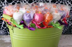 halloween-party-cake-pops-700x466