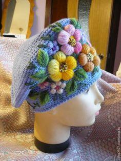 Bild könnte enthalten: eine oder mehrere Personen Crochet Crown, Crochet Cap, Crochet Gloves, Crochet Scarves, Knitted Hats, Free Crochet, Knitting Designs, Knitting Patterns, Sewing Patterns