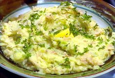 Colcannon from Tyler Florence of the Food Network. The very definition of comfort food. Nix the stick of butter, and use sour cream in place of the milk to change it up a bit! Saint Patrick, Jamie Oliver, Colcannon Recipe, Colcannon Potatoes, Newfoundland Recipes, Irish Potatoes, Tyler Florence, Vegetarian Cabbage, Creamy Mashed Potatoes