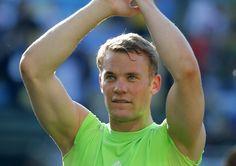 1 Manuel Neuer: Alter: 28 Jahre Größe: 1,93 m Länderspiele: 51 WM-Spielzeit: 570…