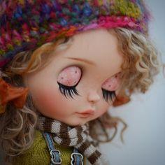 """""""I wish someone will love me just the way I am"""" Charms Swarovski, Swarovski Crystal Beads, Pretty Dolls, Cute Dolls, Just The Way, My Way, Doll Face, Custom Art, Blythe Dolls"""