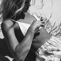 Find images and videos about girl, summer and black and white on We Heart It - the app to get lost in what you love. Photography Beach, Portrait Photography, Photography Ideas, Foto Pose, Summer Of Love, Men Summer, Style Summer, Black N White, Beach Bum