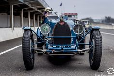 #Bugatti aux #CoupesdePrintemps à Montlhéry Reportage complet… Vintage Racing, Vintage Cars, Antique Cars, Auto Retro, Retro Cars, Volkswagen, Roadster Car, Veteran Car, Bugatti Cars