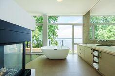 ottawa-river-house-exceptional-bathroom-views-11.jpg