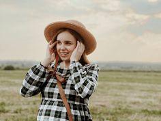 Natural Grain straw canoe hat. Beach hats women. Natural Crocheted Raffia Beach Hats, Raffia Hat, Wide Trousers, Fall Wardrobe, Hat Sizes, New Product, What To Wear, Midi Skirt, Elegant