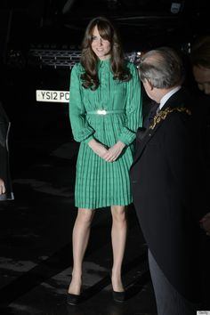 Kate Middleton wears a Mulberry green dress to the London Natural History Museum on 11/27/12.