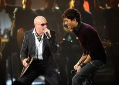 Enrique Iglesias Photos - (L-R) Singers Pitbull and Enrique Iglesias perform onstage during the 2010 and American Music Awards held at Nokia Theatre L. Live on November 2010 in Los Angeles, California. - 2010 American Music Awards - Show Las Vegas Tickets, Las Vegas Concerts, Tour Tickets, Concert Tickets, Enrique Iglesias Concert, Puerto Rico, Buy Tickets Online, Las Vegas Shows, Ladies Gents