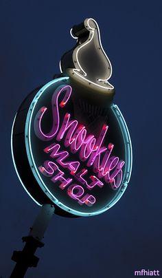 Snookies Malt Shop - Des Moines, Iowa  | © 2011 Michael F. Hiatt