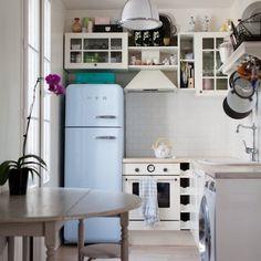 Cooles Design! Echte Hingucker sind diese Kühlschränke von Smeg. Die ikonischen Smeg Kühlschränke sind in vielen lebhaften Farben und Muster erhältlich. Mit den runden Kurven und die Aufschrift erinnert an die 50er Retro-Look diese Kühlschränke wirklich abheben von den herkömmlichen Design ab. Der SMEG, FIAT wurde in Zusammenarbeit mit Fiat hergestellt, und bringt die Italienische Autoikone ...