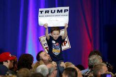 Trump ganha decisivamente na Carolina do Sul, Clinton clinches Nevada O candidato presidencial republicano Donald Trump rolou para a vitória no sábado na Ca