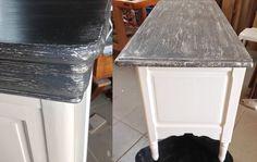 """les 2 meubles sont peints sur le dessus avec un effet """"strié"""" gris sur blanc superbe."""
