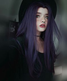 Haarfarbe Dunkelbraun Lila Haarfarbe 18 Trendige Ideen - Hair - Hair Color Dark Brown Purple Hair Co Dark Brown Purple Hair, Hair Color Purple, Brown Hair, Girl With Purple Hair, Black Emo Hair, Long Purple Hair, Bright Purple Hair, Pretty Hair Color, Color Black